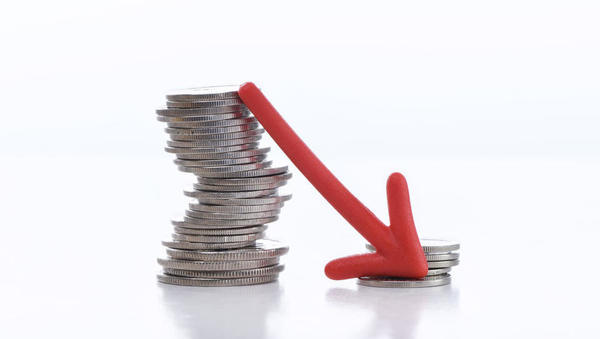 Umar znižal napoved rasti BDP, plače pa bodo še rasle. Bertoncelj ministrom ukazal varčevanje