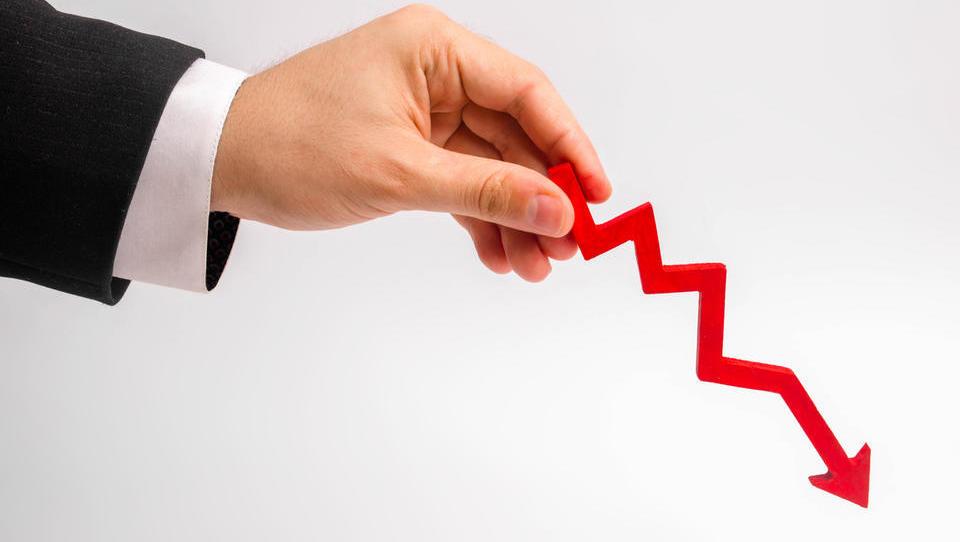 Upad slovenske industrijske proizvodnje v marcu za 10,7 odstotka