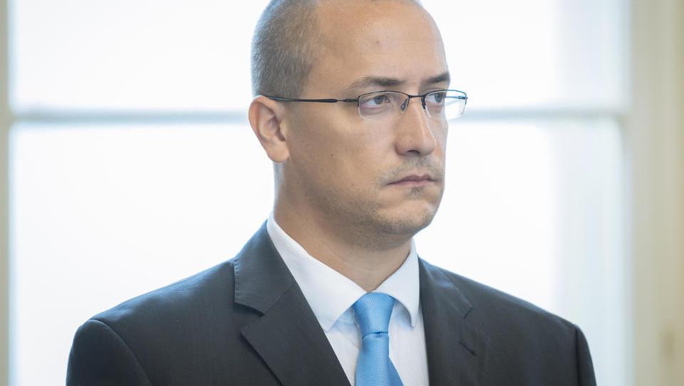 Minister Leben za Dnevnik o aferi maketa: Absurdno se mi zdi, da smo tisti, ki sprejemamo odločitve, potem krivi za vse.