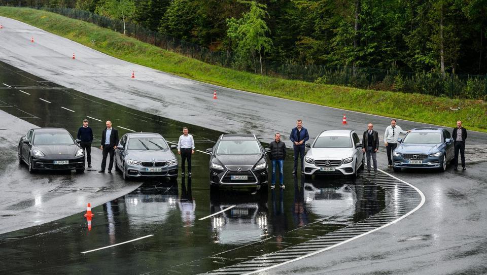 (reportaža) S čim so limuzine prepričale slovenske direktorje