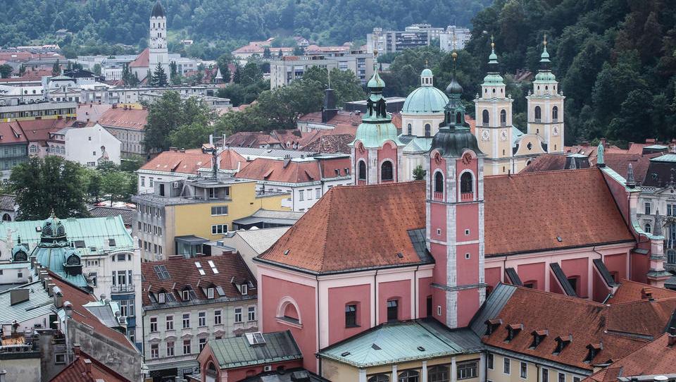 Slovenski turizem: obisk in prenočitve rastejo, turistična poraba pa niti ne
