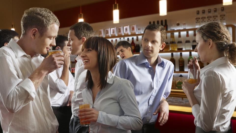Ali prijatelji vplivajo na vaše varčevalne navade?