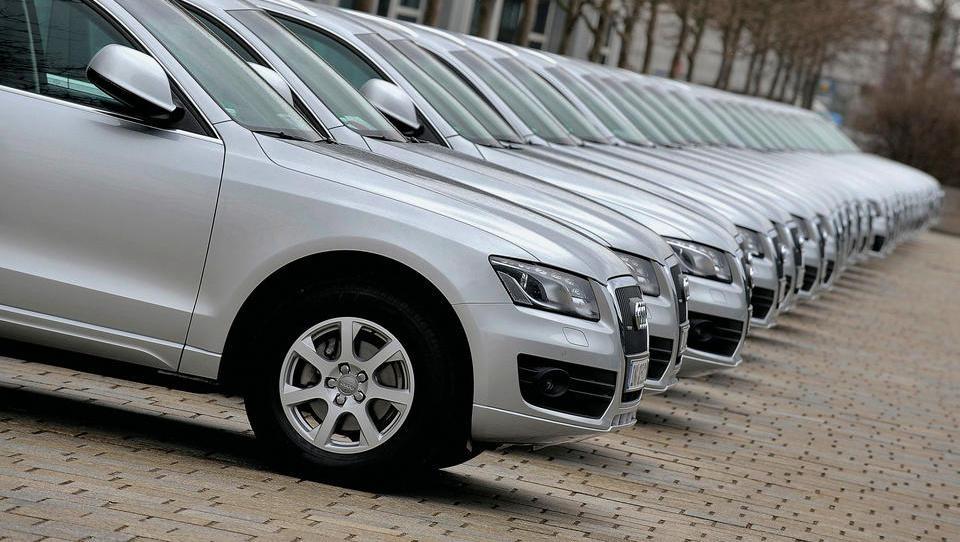 Aprila v Sloveniji prodanih več novih avtomobilov