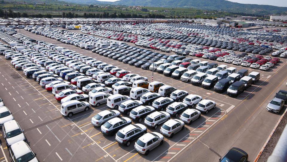 Pretovor avtomobilov v Luki Koper upada, glavni vir težav je Turčija
