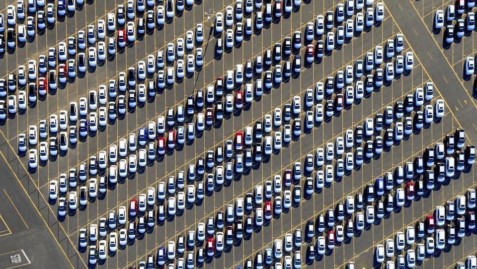 Kaj je povzročilo izjemen avgust in septembrski polom avtomobilskega trga