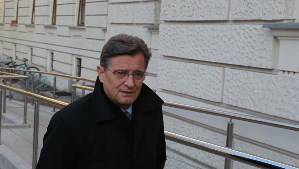 Dvojni nateg Zdenka Pavčka: Lani iz stečaja V&V dobil  in potrošil 61 tisočakov, leto za tem šel v osebni stečaj
