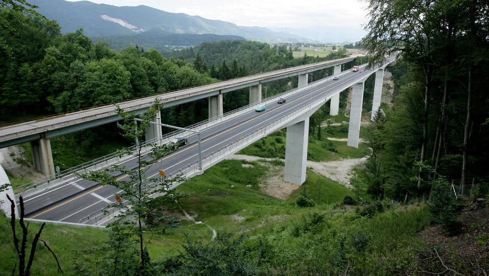 Poti in stranske poti sanacije bank ali zakaj DUTB sanira viadukt