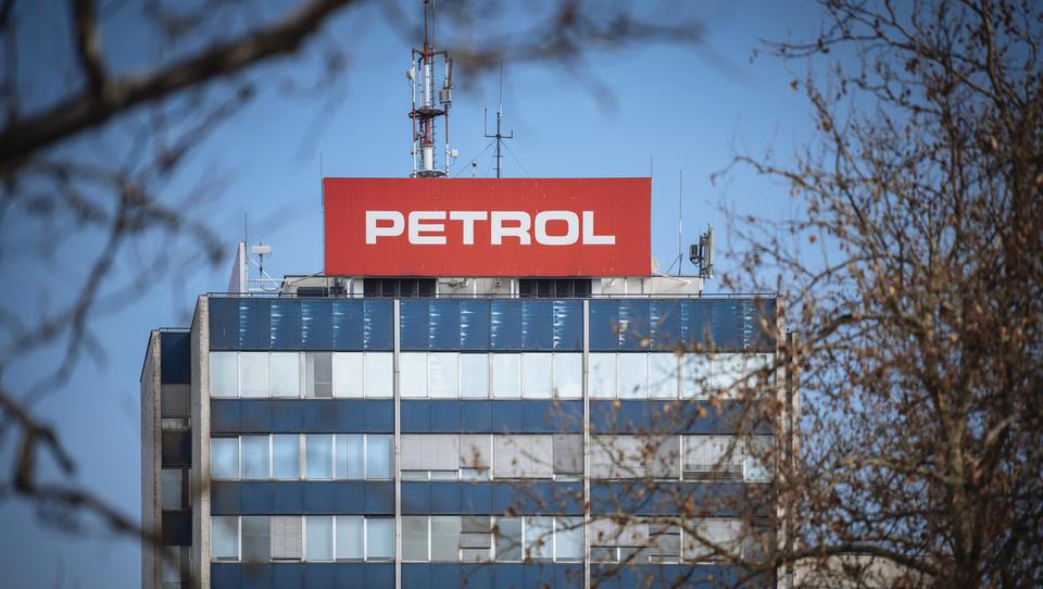 (Skupščina Petrola končana) Posle Berločnikove uprave bodo pregledali revizorji