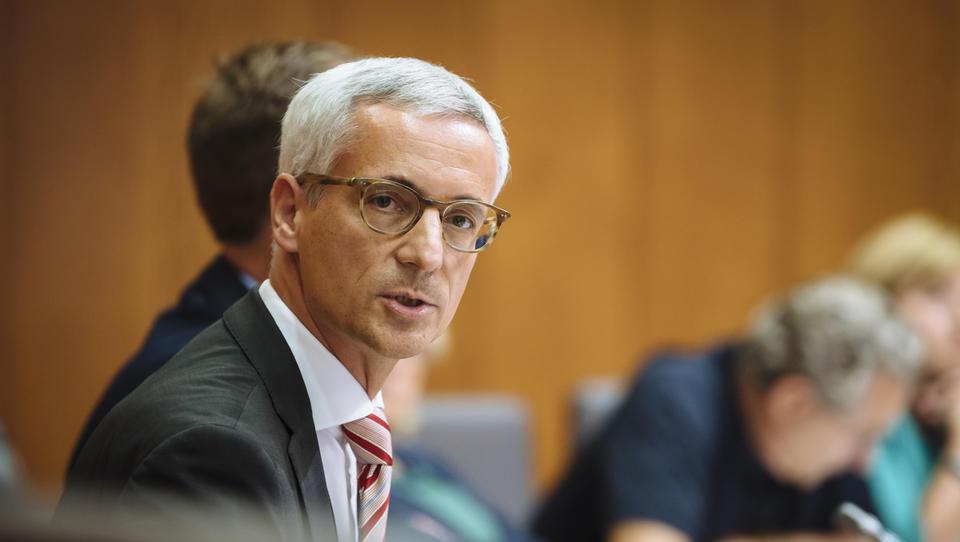 (intervju) Jernej Pikalo: minister na Balkanu izgubil dva tisoč evrov