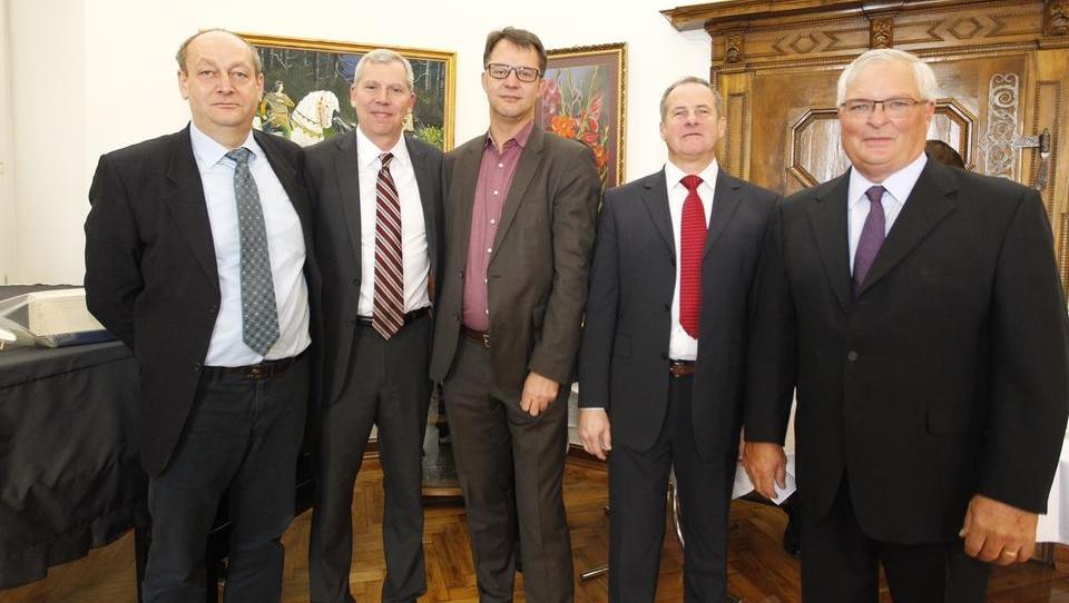 V Albaughu razočarani zaradi politizacije