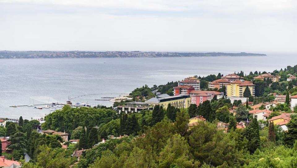 Vlada vložila tožbo proti Hrvaški zaradi neizvajanja arbitraže