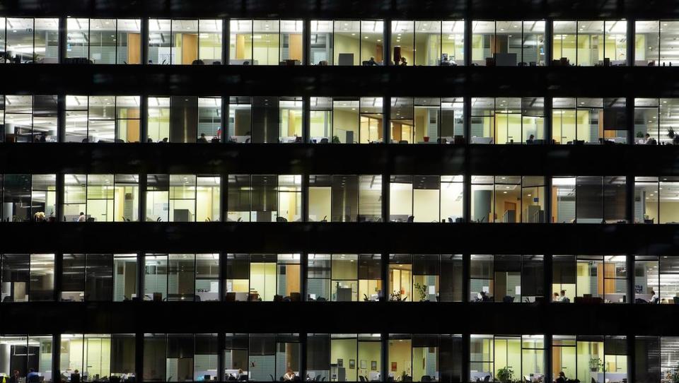 Višji računi prinašajo višje plače energetiki in komunali