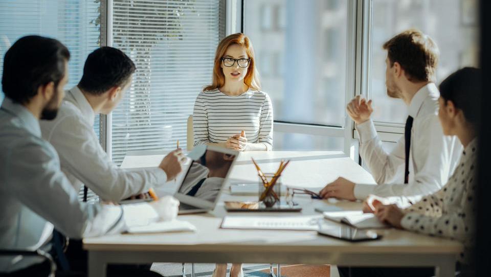 Top službe - Banka Slovenije išče dva direktorja; službe še v Helli, EK, Žitu, GZS, Petrolu in še 15 podjetjih