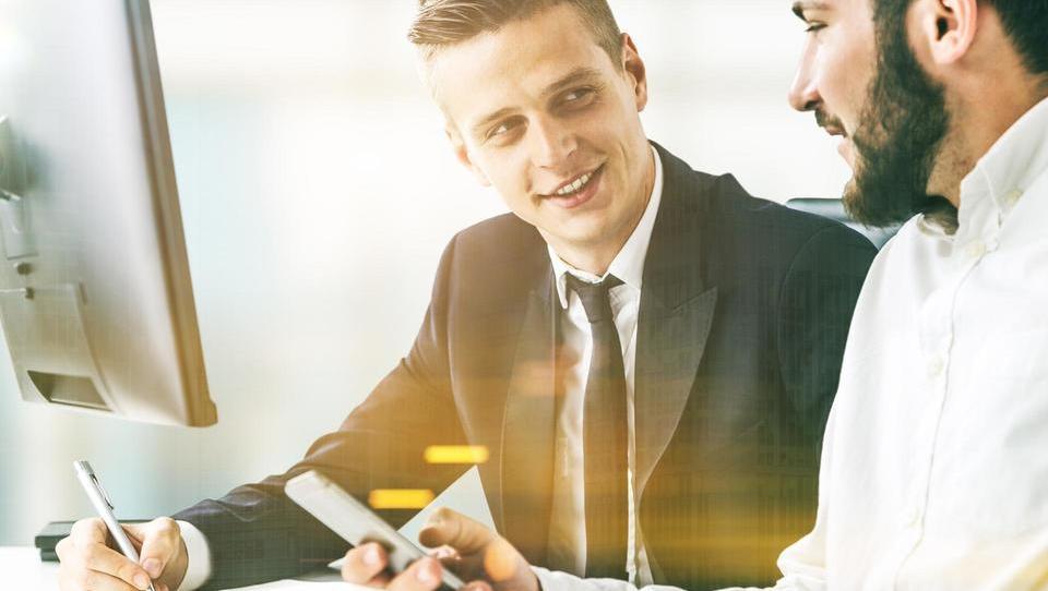 Top službe - ECB zaposli ekonomista; službe še v Revozu, Perutnini Ptuj, Akrapoviču, ATVP, Adria Mobilu in še 15 podjetjih