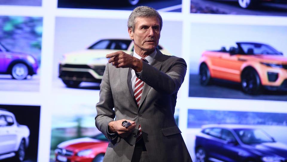 Kaj bi radi izvedeli od enega izmed največjih strokovnjakov za svetovno avtomobilsko industrijo?