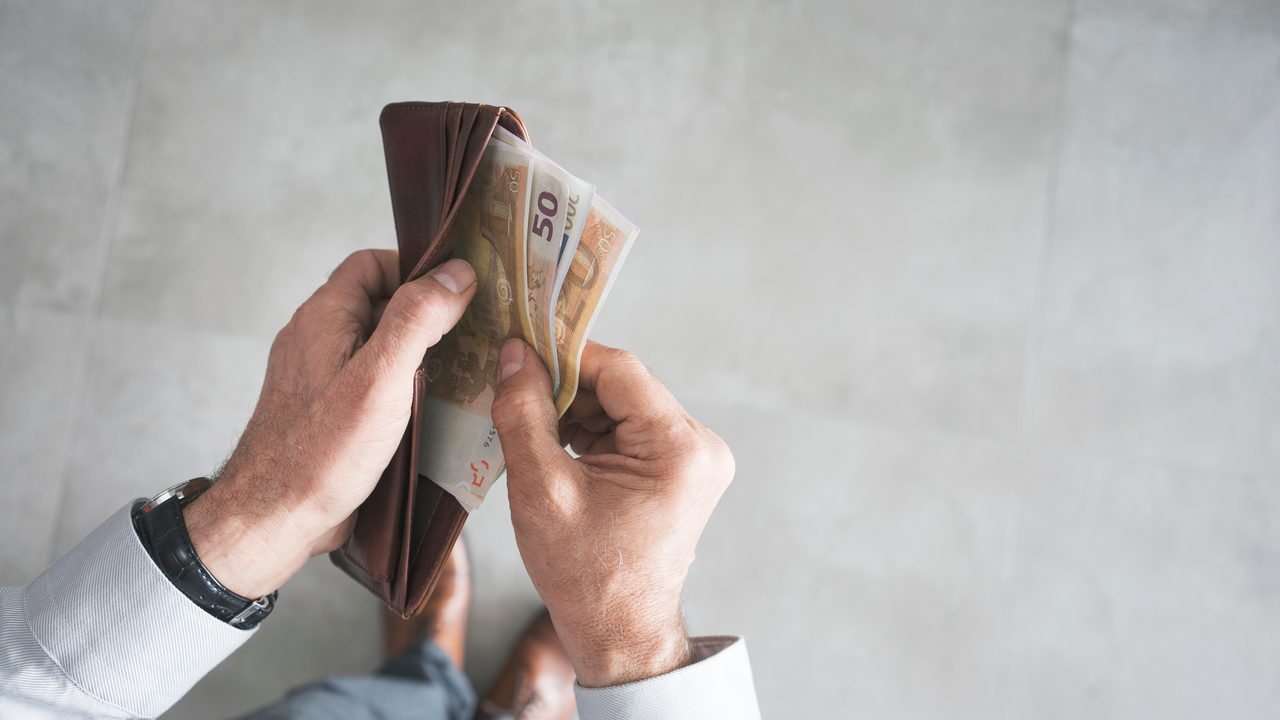 Osebni stečaj: kako naj ravna delodajalec pri zasegu delavčeve plače?