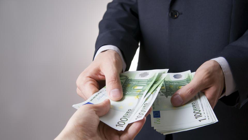 Furs nadaljuje akcijo proti neizplačevalcem plač; kdo bo v nemilosti?