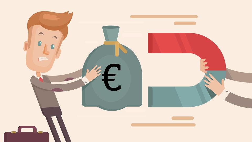 Obeti: inflacija bo še bolj neusmiljeno najedala prihranke na bankah