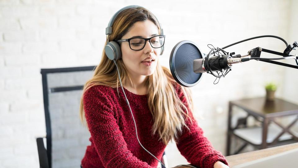 Zakaj so podkasti vse bolj priljubljeni - in kako razvita je ta scena pri nas