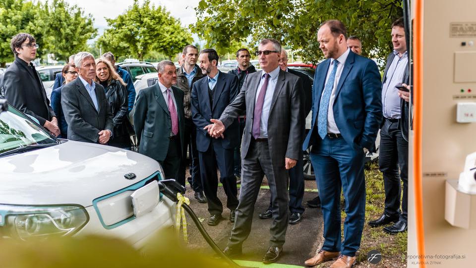 Pred Iskratelom trenutno najhitrejša javna polnilnica za električna vozila v Sloveniji