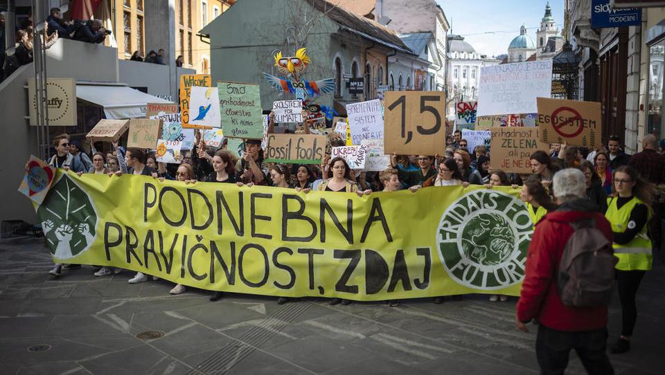 (pogled iz gospodarstva) Zakaj je prav, da mladi štrajkajo za podnebje