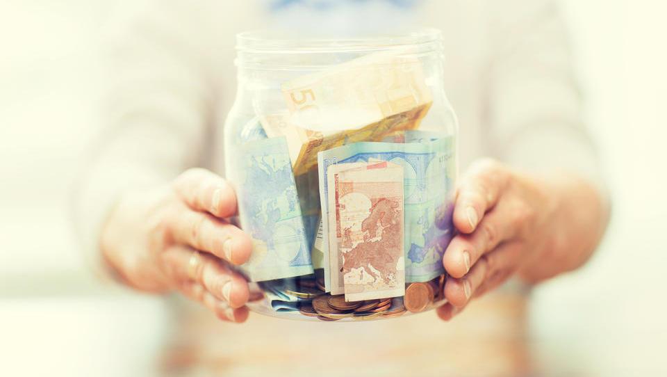 V dodatno pokojninsko zavarovanja bi enkratno vplačal 50.000 evrov. Zakaj pa ne?