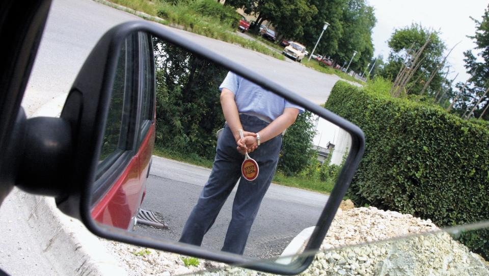 Policist, želim dokaz o prehitri vožnji!
