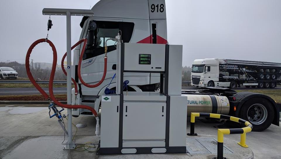 Bo evropska komisija ustrezno privila proizvajalce tovornjakov?