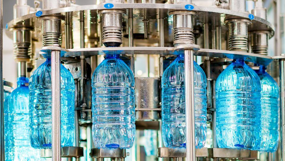 V Franciji bodo kaznovali uporabo nereciklirane embalaže