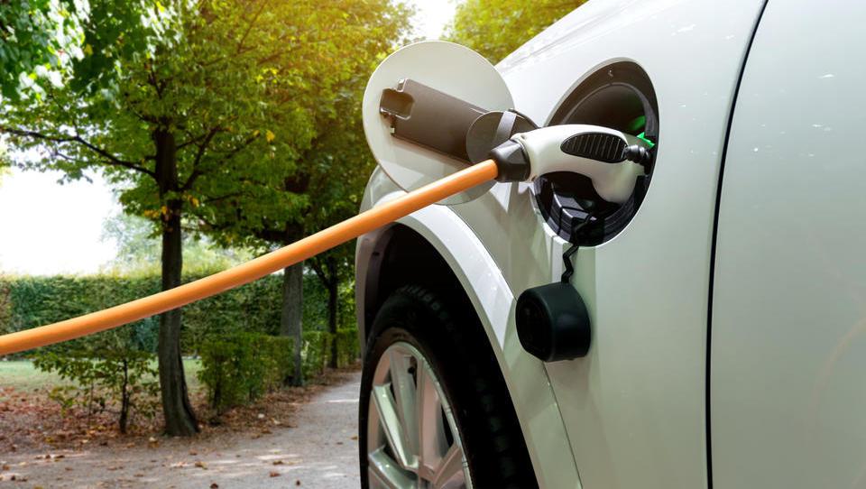 Petrol bo z evropskimi kolegi postavil mrežo 252 električnih polnilnic