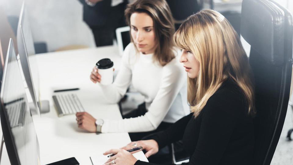 Top službe – Hella išče šefa kontrolinga in financ, zaposlujejo tudi Merck, SDH, Luka Koper, Petrol, Telekom in še 15 podjetij