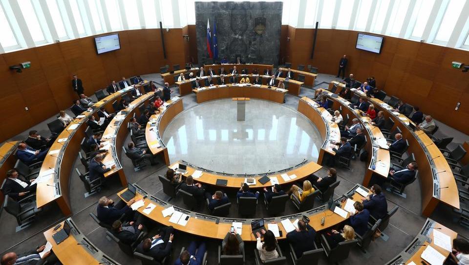 Proračuna 2020 in 2021 potrjena, zeleno luč v parlamentu je dobilo tudi izredno usklajevanje pokojnin