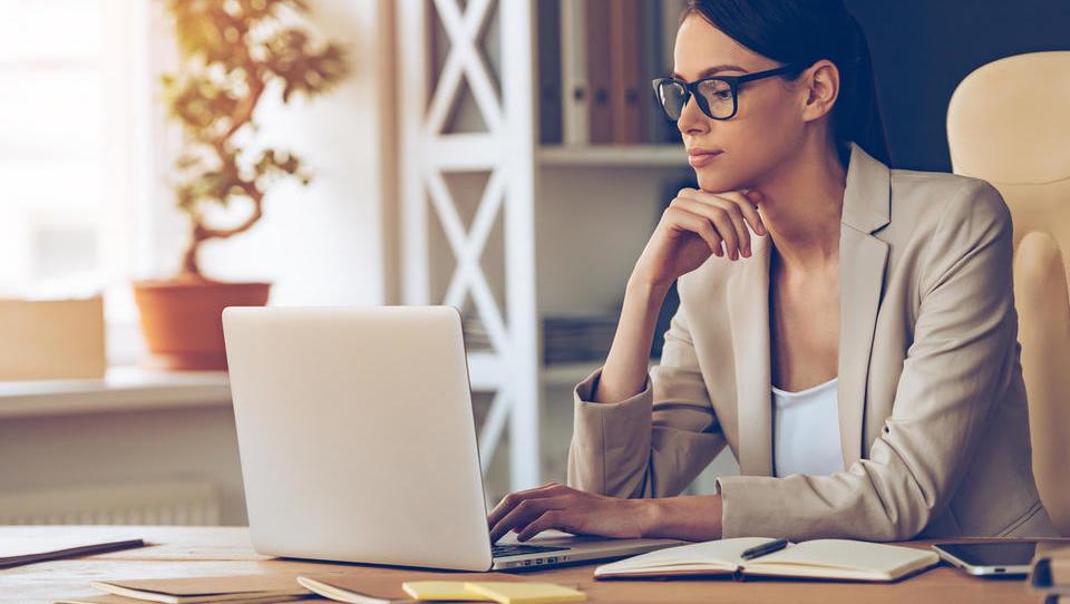 Top službe - DUTB išče strokovnjaka za skladnost poslovanja; službe še pri Akrapoviču, Sparu, Interblocku, Triglavu in 16 podjetjih