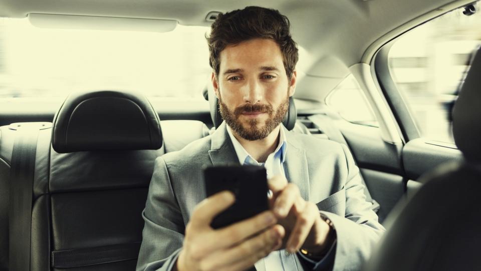 Sedem razlogov za mobilno potrjevanje računov