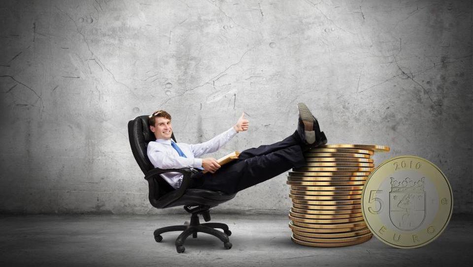 Pri plačah šefov po panogah tudi petkratne razlike