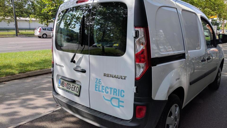 (video) Zamenjava dizlov z e-vozili po načelu avto za avto v podjetju odpade