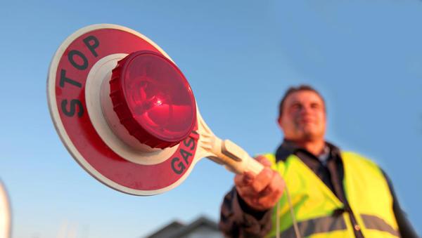 Vlada je spet zaprla obalno-kraško regijo, ostaja tudi policijska ura