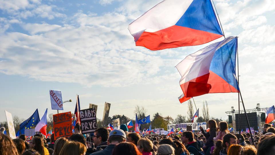 O srednji Evropi in njenih republikah oboževalcev