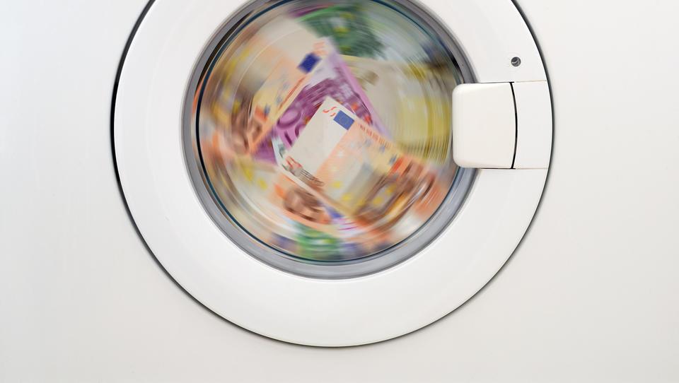 Šef ECB Mario Dragi meni, da bi bilo dobro oblikovati vseevropski organ za boj proti pranju denarja