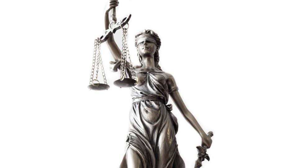 Za ločitev pravnega in medicinskega dela potrditve spola