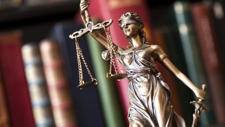 Vlada po desni prehitela državni svet: zakon o bančnih razlaščencih je v postopku