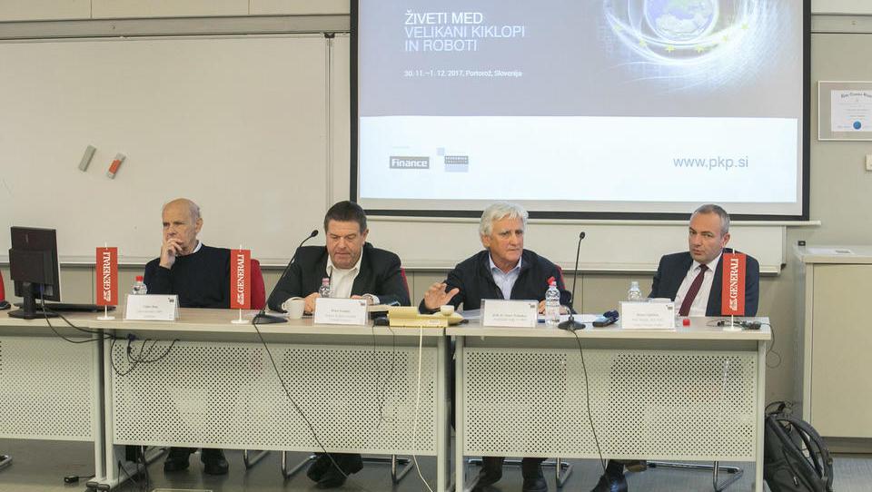 Na osrednjem gospodarskem srečanju o kiklopih in robotih