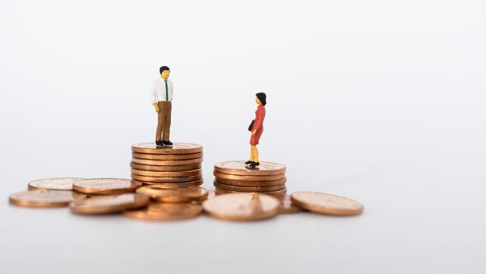OECD: Ženske plačane za četrtino manj kot moški