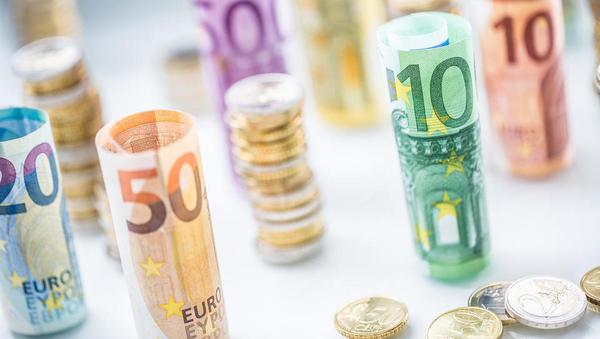 Ležarine za podjetja: banke znižujejo mejo za zaračunavanje kazenskih obresti