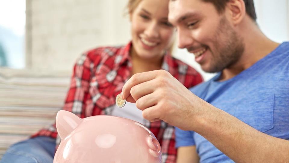 Za dostojno pokojnino na stran več kot desetino plače