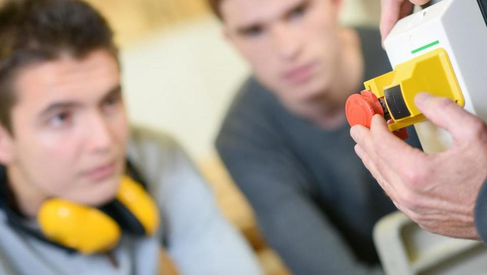 Pripravništva in prve zaposlitve za mlade v institucijah EU