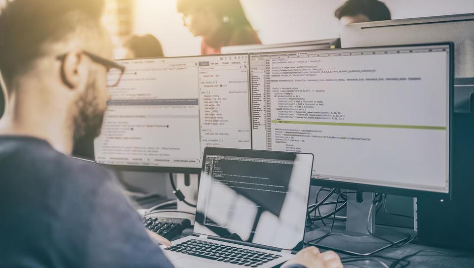 Nekaj primerov razpisanih delovnih mest v IT-podjetjih