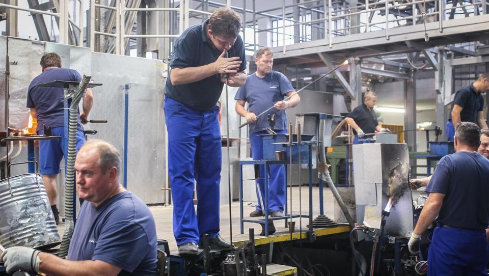 Kako so v Steklarni Rogaška iz odpadka naredili surovino in jo prodali v Nemčijo