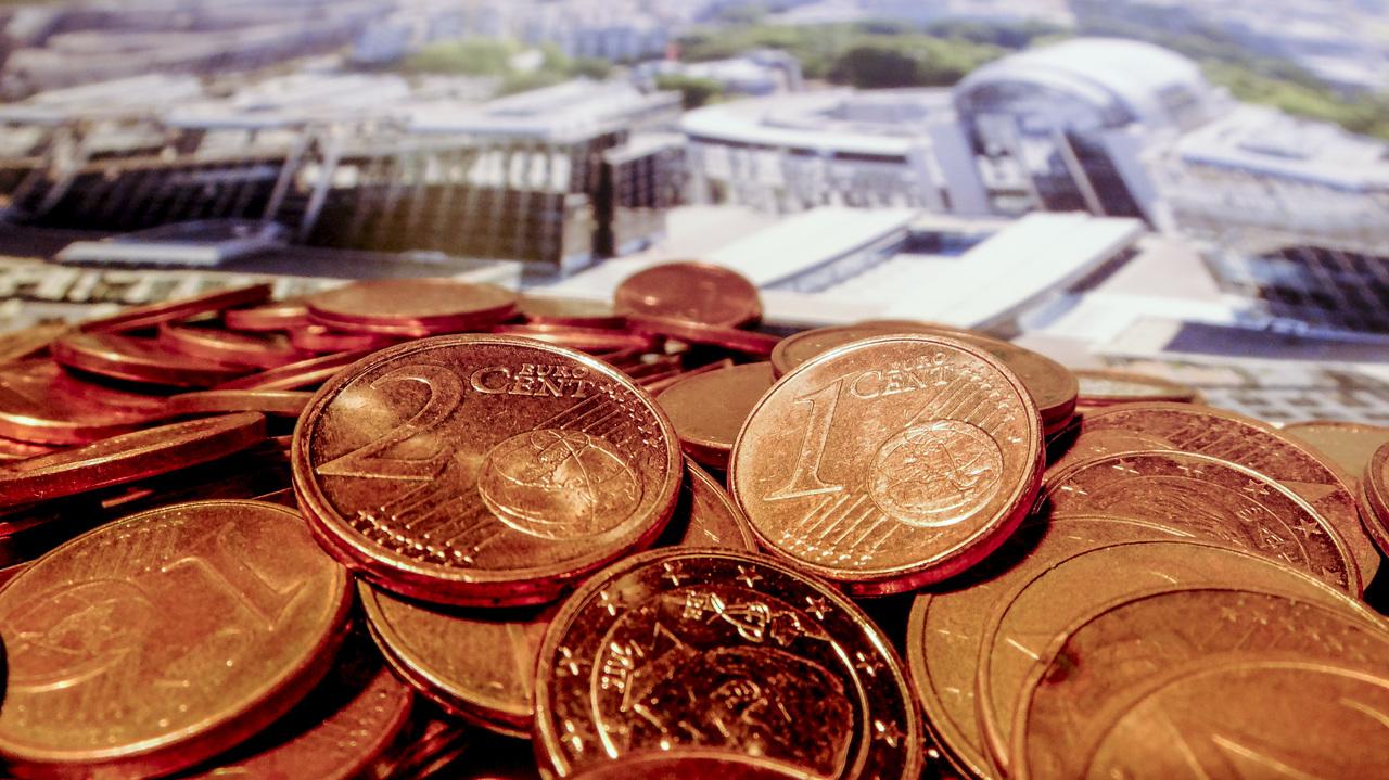 Odbor za finance potrdil: Odlog kreditov naj velja tudi za navadne občane, samozaposleni lahko odložijo plačilo prispevkov