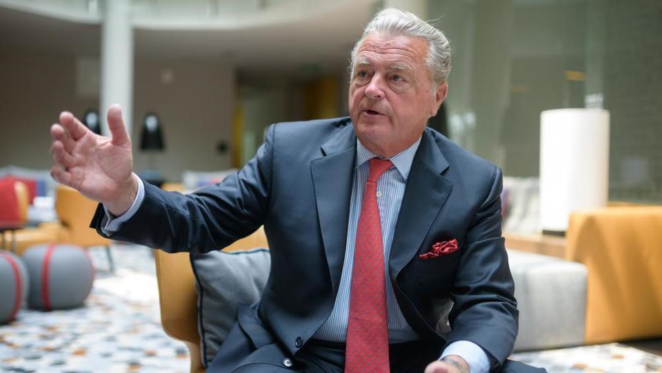 (Intervju) Kaj slovenskim dobaviteljem svetuje nekdanji prvi mož Rolls Roycea